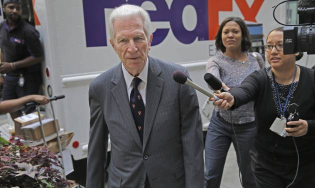 Mediator Daniel Pollack arrives for a meeting in New York, Tuesday, July 29, 2014. Argentina's government says it will make another effort to make a deal with U.S. creditors ahead of a looming deadline that risks sending the country into its second default in 13 years. (AP Photo/Seth Wenig)