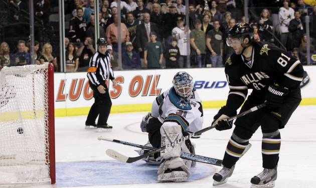 Dallas Stars center Tomas Vincour (81), of the Czech Republic, scores on a shootout against San Jose Sharks goalie Antti Niemi (31), of Finland, during an NHL hockey game on Thursday, March 8, 2012, in Dallas. The Stars won in overtime 4-3. (AP Photo/Tony Gutierrez)