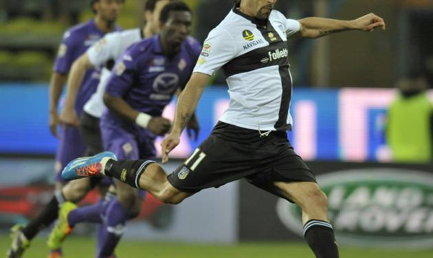 Parma's Carvalho Amauri scores on a penalty against Fiorentina during their Serie A soccer match at Parma's Tardini stadium, Italy, Monday, Feb. 24, 2014. (AP Photo/Marco Vasini)