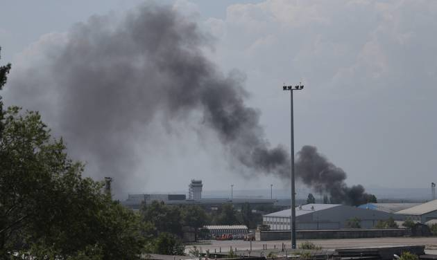 Smoke rises at the airport outside Donetsk, Ukraine, Monday, May 26, 2014. Ukraine's military launched airstrikes Monday against the separatists who had taken over the airport in the eastern city of Donetsk, suggesting that fighting in the east is far from over. (AP Photo/Ivan Sekretarev)