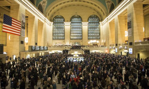 Commuters pack the main hall of Grand Central Station in New York after a power problem with Metro-North Railroad's computer system caused the suspension of service on the Hudson, Harlem, and New Haven lines, Thursday, Jan. 23, 2014. Trains were brought to a halt for safety purposes while electricians worked to hook up temporary power to the computer system. Metro-North is the nation's second-busiest railroad and serves 281,000 riders a day in New York and Connecticut. (AP Photo/John Minchillo)