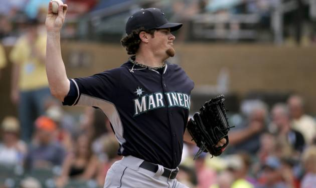 Seattle Mariners starting pitcher Blake Beavan throws against the Arizona Diamondbacks during the first inning of a spring exhibition baseball game in Scottsdale, Ariz., Thursday, March 13, 2014. (AP Photo/Chris Carlson)