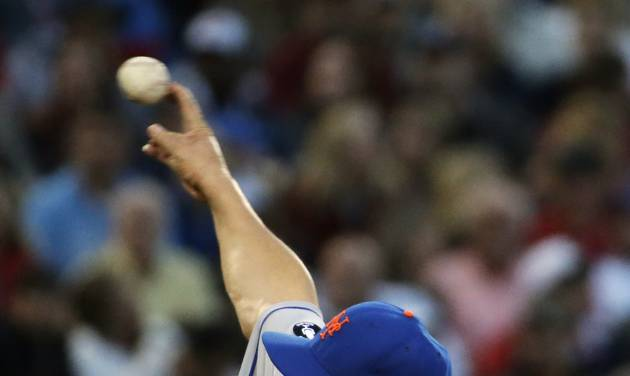 New York Mets starting pitcher Bartolo Colon throws in the first inning of baseball game against the Atlanta Braves, Tuesday, April 8, 2014, in Atlanta. (AP Photo/David Goldman)