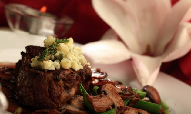 A juicy beefsteak and sauteed mushrooms go together perfectly, especially when you add a great sauce to the mix. Make that beefsteak a filet mignon, add a yummy zip sauce, top it off with a tangy blue cheese and youêve got a combo that's irresistible. (Kathleen Galligan/Detroit Free Press/MCT)