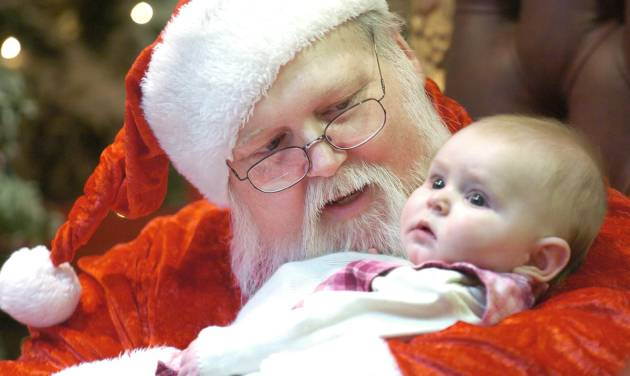 Oklahoma City, Thursday, 12/22/05.   Working Santas, Santas that have a regular job but choose to play Santa Claus simply for the love of it. Roger Kreke has been playing Santa for years. His beard is natural too. Kreke holds Jayden Greenway, 5, OKC, for her first photo with Santa at Northpark Mall.   Staff photo by David McDaniel. ORG XMIT: KOD