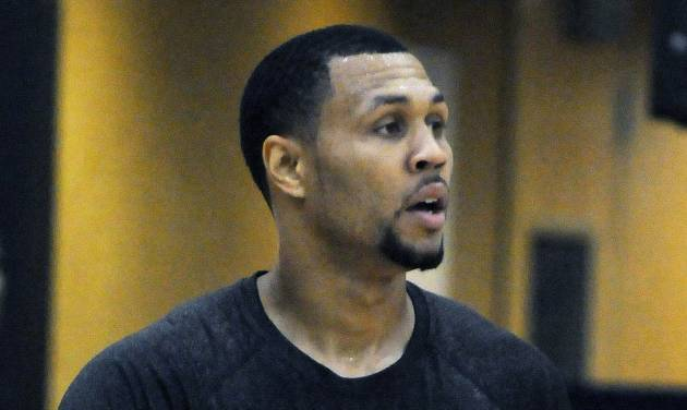 Minnesota Timberwolves guard Brandon Roy works out at the team's training facility in Minneapolis, Thursday, Sept. 13, 2012. Roy, 27, has been in Minnesota for two weeks working out with Timberwolves player development coach Shawn Respert and several Wolves players. The Wolves open training camp Oct. 2. (AP Photo/St. Paul Pioneer Press, Scott Takushi)