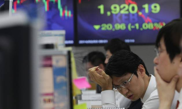 FILE - In this Monday, Feb. 3, 2014, file photo, a currency trader works in front of a screen showing the Korea Composite Stock Price Index (KOSPI) at the Korea Exchange Bank headquarters in Seoul, South Korea, Strategists who follow stock markets in the U.S. and overseas say there is no reason to panic as the Standard & Poor's 500 index slumps. The index has dropped 5 percent after tremors in emerging markets from China to Turkey prompted a sell-off in recent weeks.   (AP Photo/Ahn Young-joon)