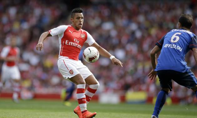 Arsenal's Alexis Sanchez, left, in action with AS Monaco's Ricardo Carvalho during the Emirates Cup soccer match between Arsenal and AS Monaco at Arsenal's Emirates Stadium in London, Sunday, Aug. 3, 2014. (AP Photo/Matt Dunham)