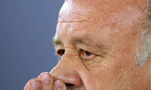 Spain's head coach Vicente del Bosque attends a press conference at the Atletico Paranaense training center in Curitiba, Brazil, Saturday, June 14, 2014. The defending champions lost 5-1 to the Netherlands in their 2014 Soccer World Cup debut. They will face Chile next on June 18. (AP Photo/Manu Fernandez)