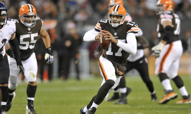 Cleveland Browns quarterback Jason Campbell runs against the Baltimore Ravens in the second quarter of an NFL football game Sunday, Nov. 3, 2013. (AP Photo/David Richard)