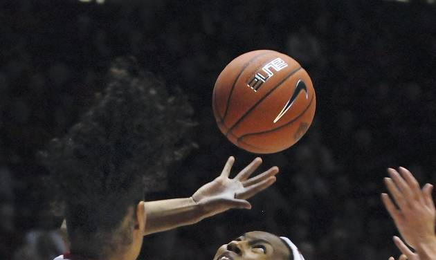 Georgia's Tamika Willis reaches for the loose ball in the first half of their NCAA women's college basketball game against New Mexico at the UNM Thanksgiving Tournament, Saturday, Nov. 24, 2012, in Albuquerque, N.M. (AP Photo/Albuquerque Journal, Jim Thompson)