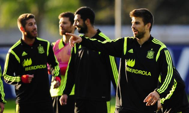Spain's Gerard Pique gestures during a training session at the Atletico Paranaense training center in Curitiba, Brazil, Sunday, June 15, 2014. Spain will play in group B of the Brazil 2014 World Cup. (AP Photo/Manu Fernandez)