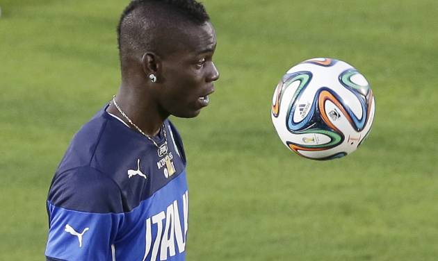 Italy's Mario Balotelli controls the ball during a training session of the Italian national soccer team in Natal, Brazil, Saturday, June 21, 2014. Italy proved ineffective in a 1-0 loss to Costa Rica on Friday and now the Azzurri need a win or a draw against Uruguay on Tuesday to reach the second round of the World Cup. (AP Photo/Antonio Calanni)