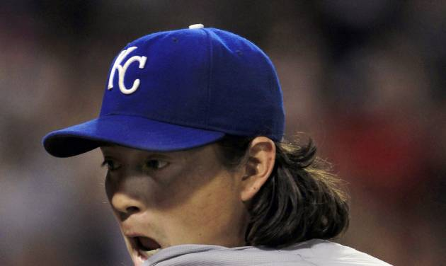 Kansas City Royals starting pitcher Luis Mendoza reacts as he gets pulled in the eighth inning of a baseball game against the Chicago White Sox, Monday, Aug. 6, 2012, in Chicago. The White Sox won 4-2. (AP Photo/John Smierciak)