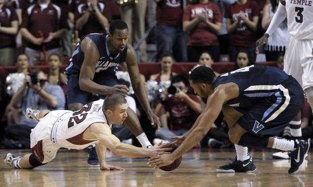 Temple's Dalton Pepper (32) and Villanova's Darrun Hillard (4) dive on a loose ball during the first half of an NCAA college basketball game on Saturday, Feb. 1, 2014, in Philadelphia. (AP Photo/Michael Perez)