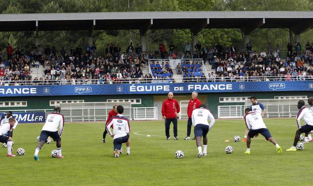 France's soccer players stretch, during a training session at the Clairefontaine training center, outside Paris, Thursday, May 29, 2014. France are preparing for the upcoming soccer World Cup in Brazil starting on 12 June. (AP Photo/Christophe Ena)
