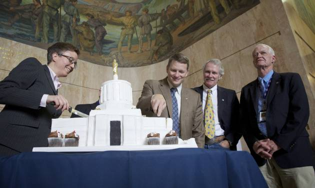 House Speaker Tina Kotek, left, House Minority Leader Mike McLane, second from the left, Gov. John Kitzhaber, second from right, and Senate President Peter Courtney  take a break from their duties to the special session of the Oregon Legislature to cut the cake celebrating the 75th birthday of the Oregon State Capitol Tuesday, Oct. 1, 2013 in Salem, Ore. (AP Photo/The Oregonian, Michael Lloyd)  MAGS OUT; TV OUT; LOCAL TV OUT; LOCAL INTERNET OUT; THE MERCURY OUT; WILLAMETTE WEEK OUT; PAMPLIN MEDIA GROUP OUT