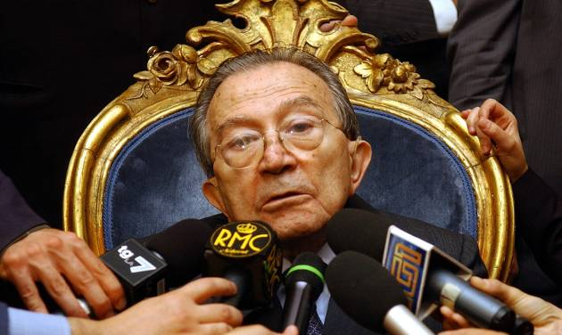 OBIT - In this photo fro files taken at the senate in Rome on Oct. 15 2004, Italian life senator Giulio Andreotti talks to journalists during a press conference. Italian state television says Giulio Andreotti, Italy's former seven-time premier, has died at age 94. At his prime, Andreotti was one of Italy's most powerful men: he helped draft the country's constitution after World War II, sat in parliament for 60 years and served as premier seven times. Andreotti was hospitalized last year with heart problems stemming from a respiratory infection. (AP Photo/Plinio Lepri)