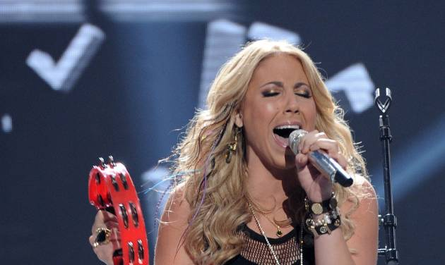 """In this April 25, 2012 photo released by Fox, contestant Elise Testone performs on the singing competition series """"American Idol,"""" in Los Angeles. (AP Photo/Fox, Michael Becker)"""
