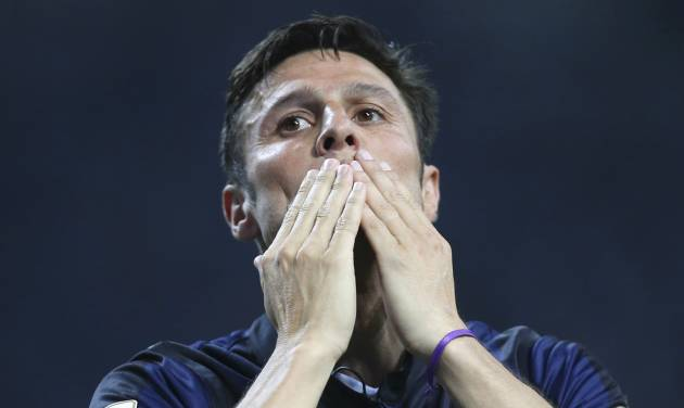 Inter Milan's Javier Zanetti,of Argentina greets his fans  at the end of the Serie A soccer match between Inter Milan and Lazio at the San Siro stadium in Milan, Italy, Saturday, May 10, 2014. Zanetti will retire after 19 seasons at Inter, and the stadium was sold out as fans packed in to bid farewell to their 40-year-old captain. (AP Photo/Antonio Calanni)