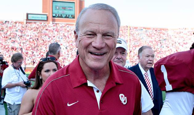 Former Oklahoma Sooners Head Coach Barry Switzer walks off the field after a presentation before the game against the Louisiana-Monroe Warhawks August 31, 2013 at Gaylord Family-Oklahoma Memorial Stadium in Norman, Oklahoma. Oklahoma defeated Louisiana-Monroe 34-0. (Photo by Brett Deering/Getty Images)