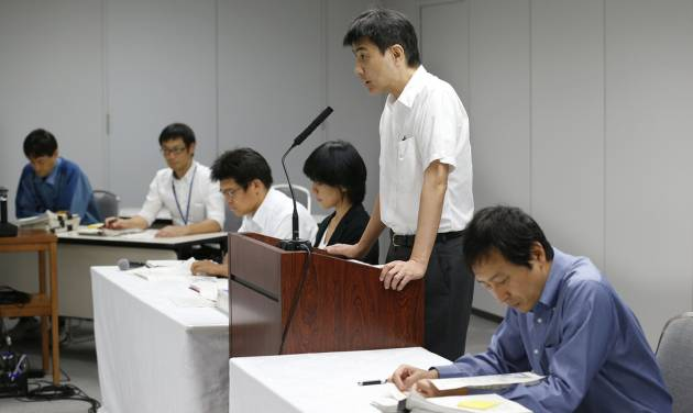 Tokyo Electric Power Co. spokesman Noriyuki Imaizumi, second right, speaks during a press conference at the TEPCO headquarters in Tokyo Saturday, Aug. 24, 2013, about new findings of the massive quantity of contaminated water leakage from storage tanks at the tsunami-crippled Fukushim Dai-ichi nuclear power plant. (AP Photo/Koji Sasahara)