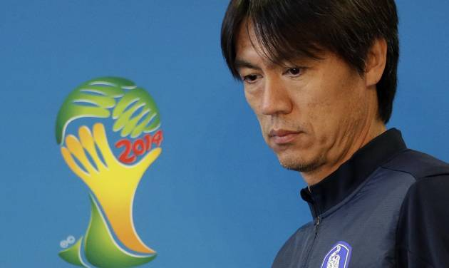South Korea national soccer team coach Hong Myung-bo arrives for a press conference the day before the group H World Cup soccer match between South Korea and Algeria at the Estadio Beira-Rio in Porto Alegre, Brazil, Saturday, June 21, 2014.  (AP Photo/Lee Jin-man)