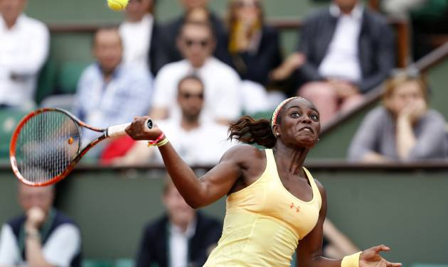 Sloane Stephens of the U.S.  returns the ball during the fourth round match of the French Open tennis tournament against Romania's Simona Halep at the Roland Garros stadium, in Paris, France, Monday, June 2, 2014. (AP Photo/Darko Vojinovic)