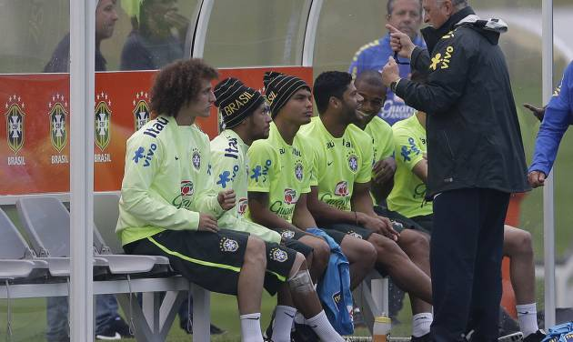 Brazil's coach Luiz Felipe Scolari, right, speaks with players, from left, David Luiz, Neymar, Thiago Silva, Hulk, and Fernandinho, during a training session at the Granja Comary training center in Teresopolis, Brazil, Tuesday, July 1, 2014. Brazil will face Colombia on July 4 in the quarter-final of the 2014 soccer World Cup. (AP Photo/Andre Penner)