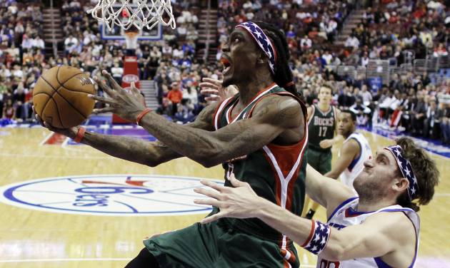Milwaukee Bucks' Marquis Daniels, left, goes up for a shot as Philadelphia 76ers' Spencer Hawes defends in the first half of an NBA basketball game, Monday, Nov. 12, 2012, in Philadelphia. (AP Photo/Matt Slocum)