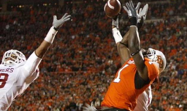 Oklahoma State's  Dez  Bryant (1) cathces a 2-point conversion over Oklahoma's Travis Lewis (28) during the second half of the college football game between the University of Oklahoma Sooners (OU) and Oklahoma State University Cowboys (OSU) at Boone Pickens Stadium on Saturday, Nov. 29, 2008, in Stillwater, Okla. STAFF PHOTO BY SARAH PHIPPS
