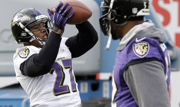 Baltimore Ravens running back Ray Rice, left, catches a pass as linebacker Ray Lewis walks past during an NFL Super Bowl XLVII football practice on Wednesday, Jan. 30, 2013, in New Orleans. The Ravens face the San Francisco 49ers in Super Bowl XLVII on Sunday, Feb. 3. (AP Photo/Patrick Semansky)