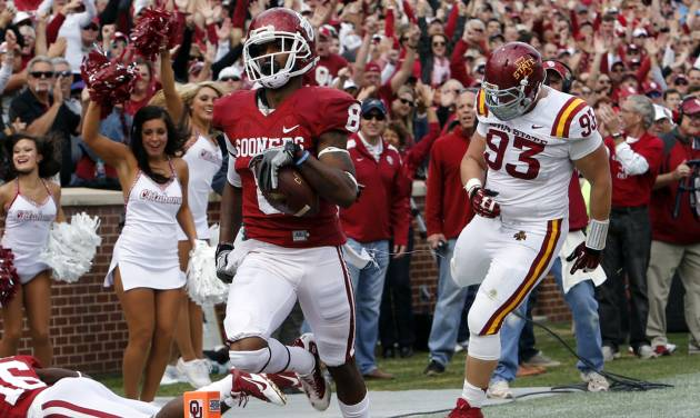 Oklahoma's Jalen Saunders, left, scores on a punt return during OU's  game against Iowa State in Norman. OU won 48-10. Photo by Steve Sisney, The Oklahoman