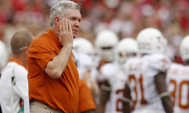 REACTION: Texas coach Mack Brown reacts during the Red River Rivalry college football game between the University of Oklahoma (OU) and the University of Texas (UT) at the Cotton Bowl in Dallas, Saturday, Oct. 13, 2012. Oklahoma won 63-21. Photo by Bryan Terry, The Oklahoman