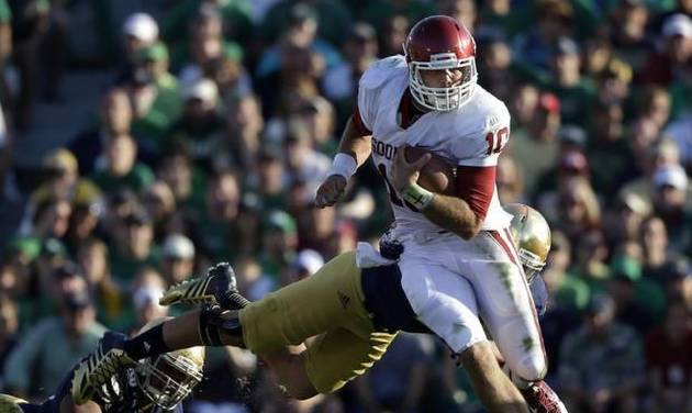 Oklahoma's Blake Bell (10) runs out of the tackle of Notre Dame 's Dan Fox during the second half of an NCAA college football game on Saturday, Sept. 28, 2013, in South Bend, Ind. Oklahoma defeated Notre Dame 35-21. (AP Photo/Darron Cummings)