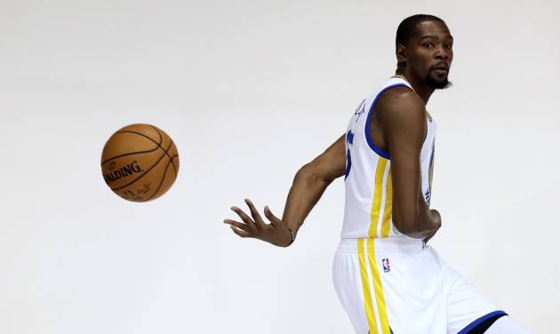 Curry may ask Durant for advice but isn't planning for free agency