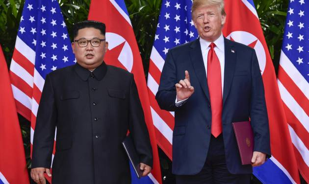 Trump arrives in Singapore for summit with Kim
