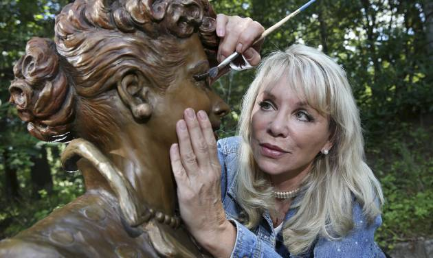 'Scary Lucy' to make way for new statue