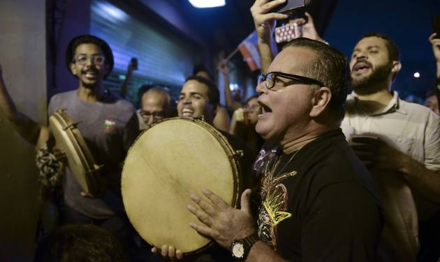 Puerto Ricans cheer commutation for nationalist
