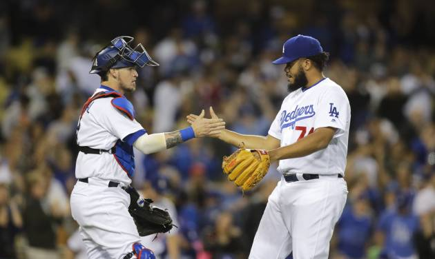 Dodgers beat Rockies 5-2 on emotional night for Scully