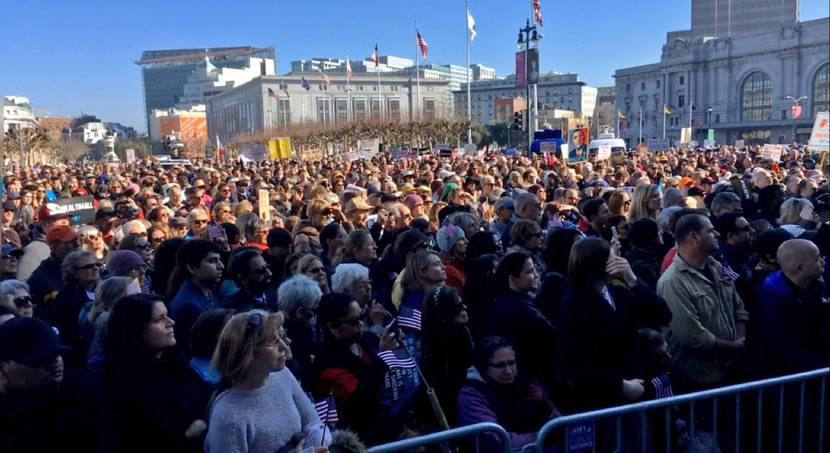 Thousands rally to resist Republican health law repeal drive