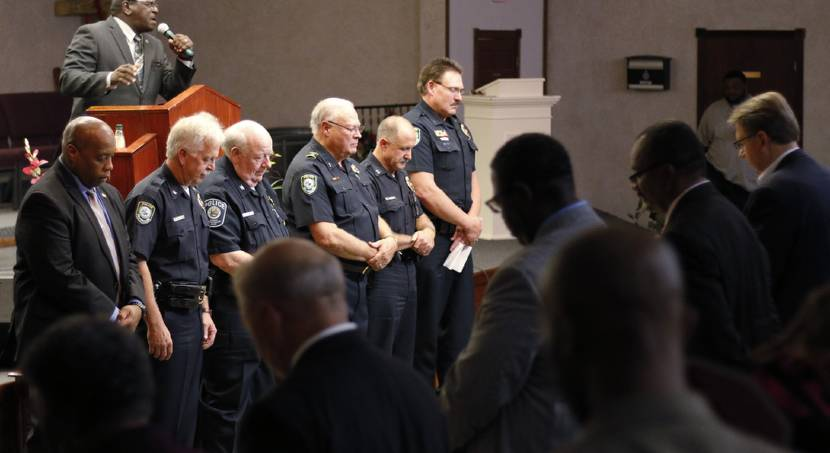 Midwest City pastor, police chief bring community together at worship service