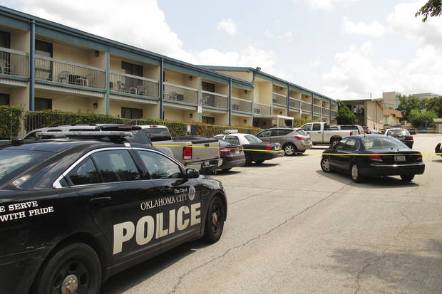 Police respond Wednesday afternoon to a reported homicide in northeast Oklahoma City. A man was fatally shot at Lincoln Inn Express Hotel, 5405 N Lincoln Blvd. Photo by LeighAnne Manwarren, The Oklahoman <strong>LeighAnne Manwarren - THE OKLAHOMAN</strong>