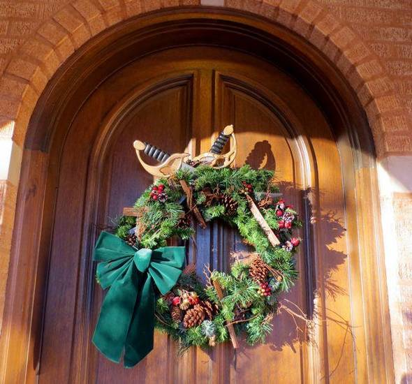 Wreath with swords at the front door. (Photo by Helen Ford Wallace).