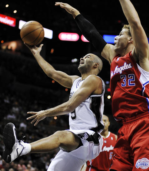 San Antonio Spurs' Tony Parker, left, of France, shoots over Los Angeles Clippers' Blake Griffin during the first half of an NBA basketball game, Monday, Nov. 19, 2012, in San Antonio. (AP Photo/Darren Abate)