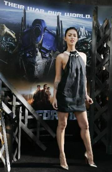 "U.S. actress Megan Fox poses during a photo call to promote her new movie ""Transformers"" in Syndey Wednesday, June 13, 2007. (AP Photo/Rick Rycroft)"