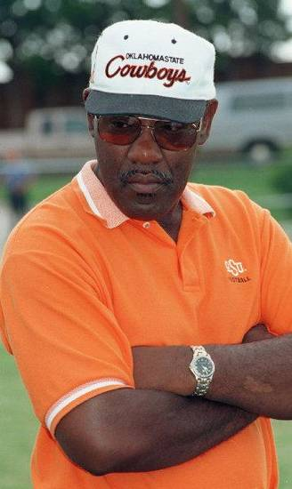 Columnist Berry Tramel says former Oklahoma State football coach Bob Simmons should not be forgotten when talking about the rise of the Cowboys' program. OKLAHOMAN ARCHIVE PHOTO <strong>ROGER KLOCK</strong>
