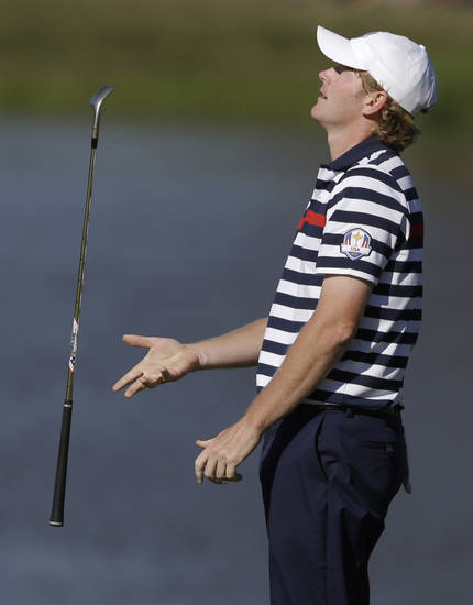 USA's Brandt Snedeker reacts after missing a putt on the 15th hole during a singles match at the Ryder Cup PGA golf tournament Sunday, Sept. 30, 2012, at the Medinah Country Club in Medinah, Ill. (AP Photo/Chris Carlson)  ORG XMIT: PGA157