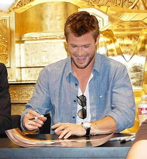 Chris Hemsworth, who plays Thor, signs for a fan at Comic-Con International in San Diego. (Photo by Annette Price)