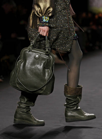 The Anna Sui fall 2010 collection is modeled Wednesday Feb. 17, 2010, during Fashion Week in New York. (AP Photo/David Goldman) ORG XMIT: NYDG215